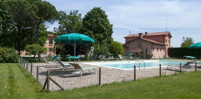 Offriamo accoglienti appartamenti immersi nel verde a solo 15 km da Venezia